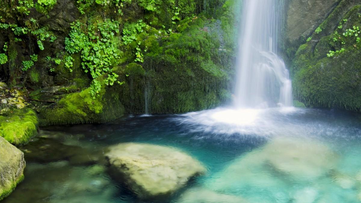 幽静的山涧溪流瀑布图片(1/11)