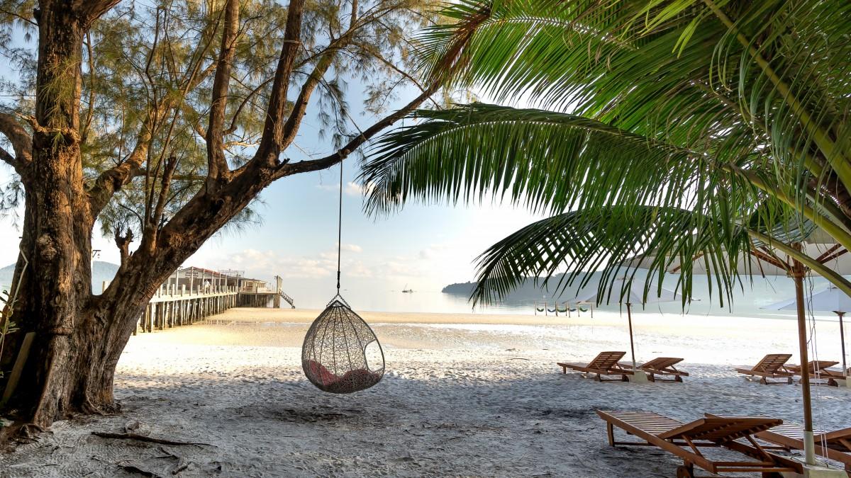 海边沙滩休闲躺椅图片(1/11)