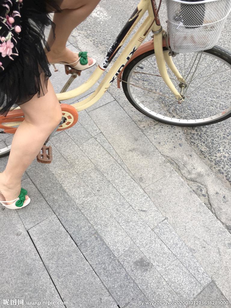 凉鞋美腿图片