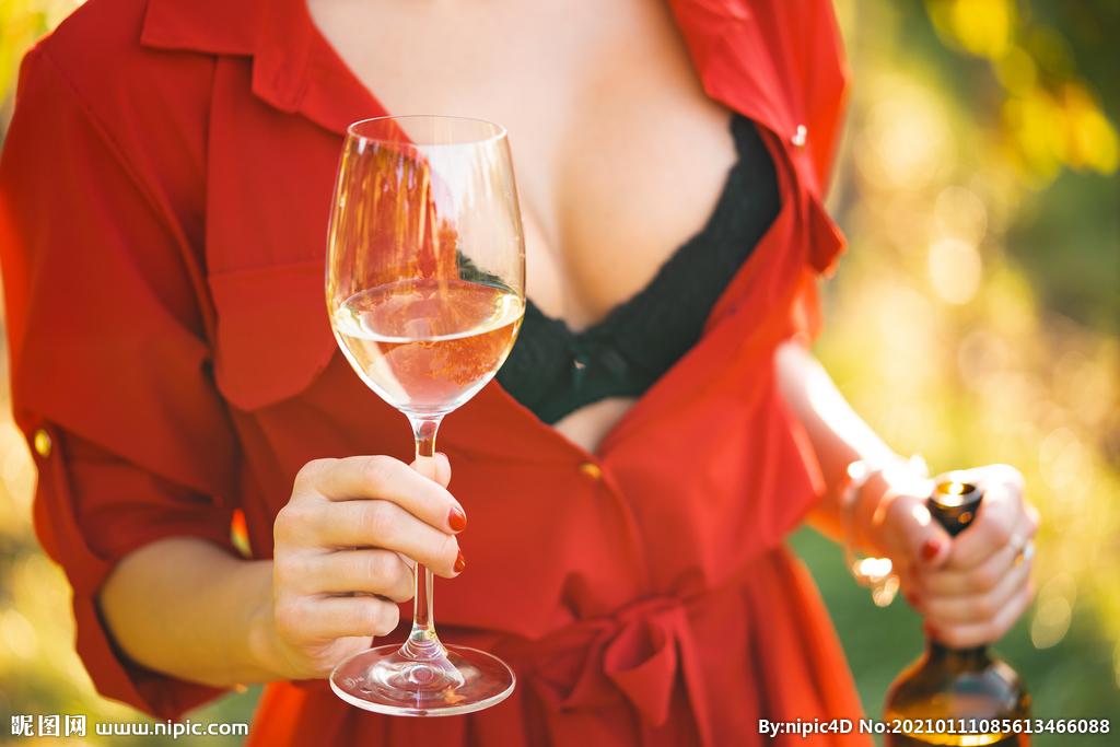 美女葡萄酒图片