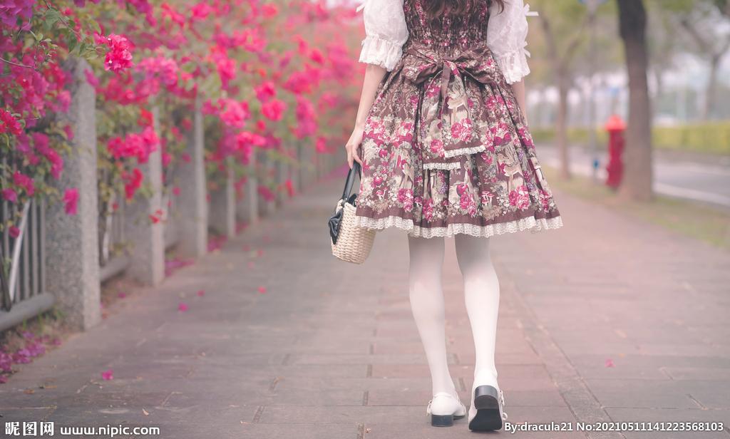 欧式服装女生背影图片